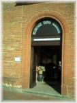 Eglise Sainte Marie-Madeleine de Pibrac - entrée de l'accueil Sainte Germaine (magasin)