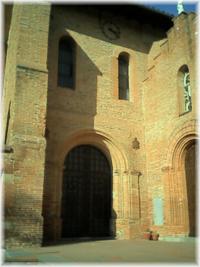entrée principale de l'église Sainte Marie-Madeleine de Pibrac (31)